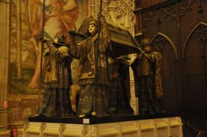 Columbus tomb, bronze