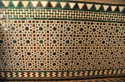 Tile wall with intricate lines forming 8-sided stars