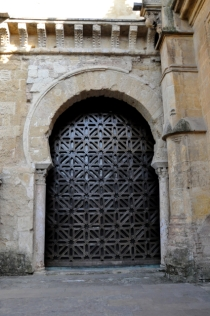 Old door to the Mezquita