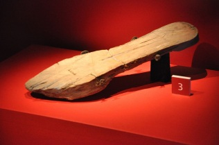Wooden shoe for the bath house
