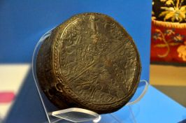 Lidded fine leather box with hunting scenes