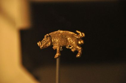 Richard III's symbol, a white boar, in gold