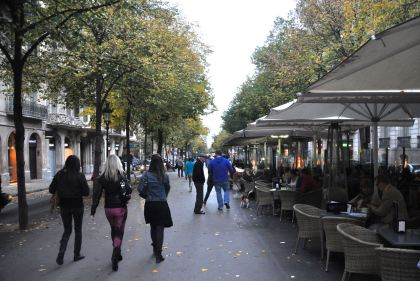 The Passeig de Gracia central pedestrian walkway