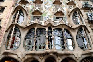 The bay window with bone-like columns