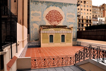 The courtyard of Casa Lleo Morera, with a sgraffito mulberry tree on the wall