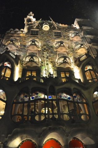 Gaudí's Casa Battlo, at night