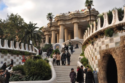 Staircase leading to the Hall of 100 Columns - and people on the roof/terrace