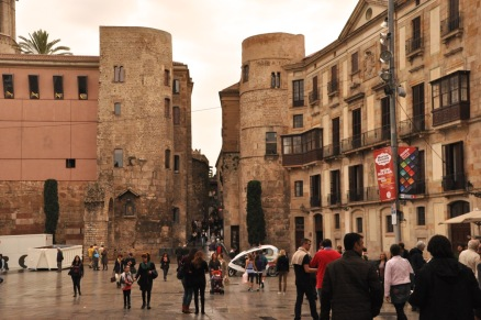 Placa Nova and the Roman towers