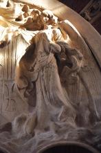 Detail of the overlying statuary