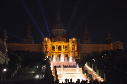 Palau Nacional at night, with waterfall in front