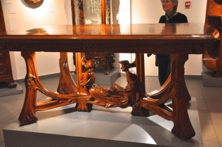 Oak dining room table by Busquests, about 1901