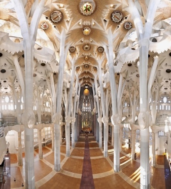 Sagrada nave looking toward the choir; picture from the internet